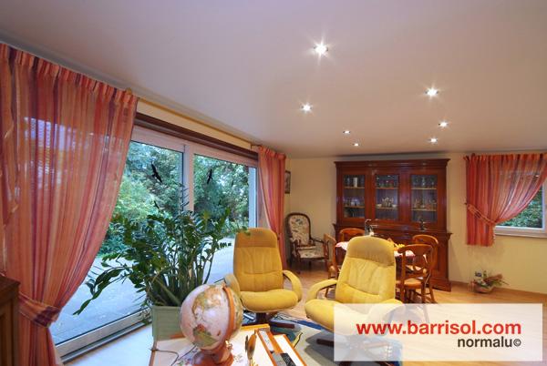 Barrisol canada eclairage par spots int gr s dans le for Spot plafond salon
